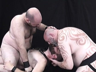 Chubby leather bears bare fucking in trio 6:09 2017-12-13